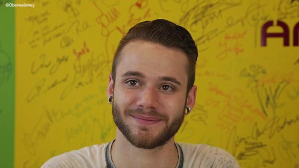 """Roman Lob stellt bei Antenne Brandenburg sein neues Album """"home"""" vor."""