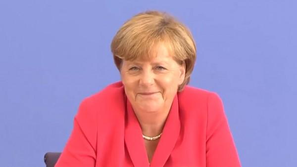 Merkels Mailbox wird abgehört von radiomultikulti und funkhaus europa