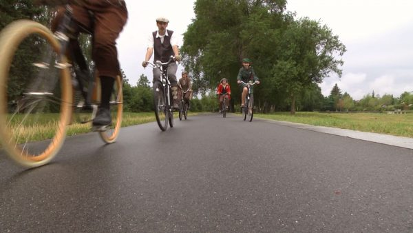 """Nostalgie-Fahrräder sind voll im Trend. In berlin treffen sich die Mitglieder des Vereins """"Historische Fahrräder Berlin e.V."""" regelmäßig zu gemeinsamen Ausfahrten."""