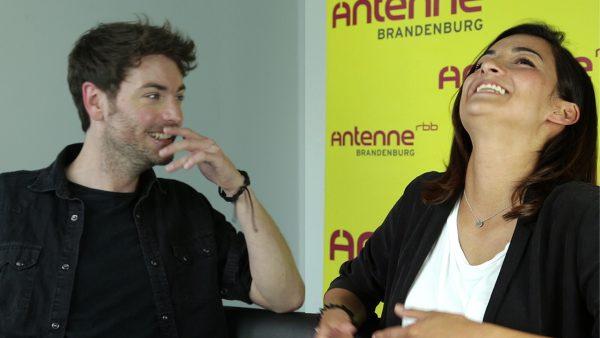 Soolo haben Spaß beim Interview.