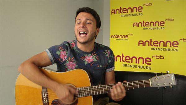 "Armando Quattrone singt live den Titel ""Maria"""