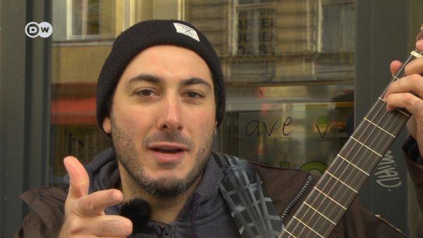 """Beatboxen auch mit klassischer Gitarrenbegleitung. Daniel """"Mando"""" Mandolini geht ungewöhnliche Wege."""
