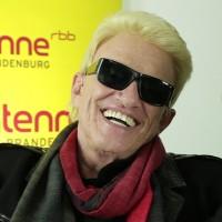 Heino fühlt sich mit seinem neuen Image sichtlich wohl. Arschkarteheißt sein aktuelles Album
